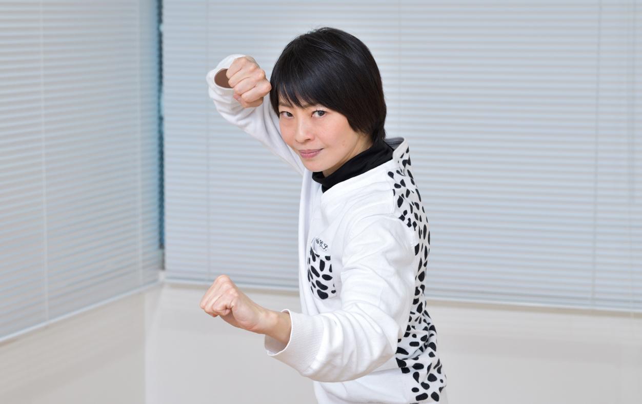 アクション女優/監督/コーディネーターとして活躍し、テアトルアカデミーで講師も務めている浅井星光先生