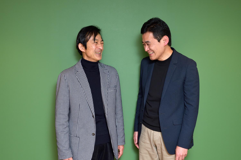 向かい合って笑う岩崎さんと山口さん